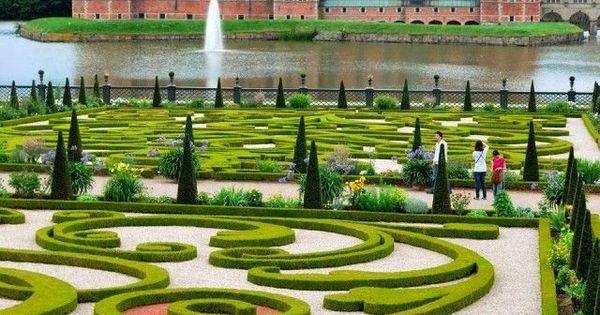 Hillerod Castle, Denmark - soooo nice! Worth the visit ^^