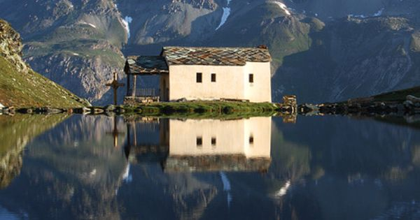 i've never seen an infinite lake (Switzerland Church)
