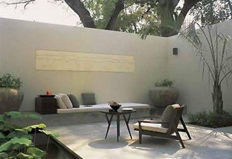 Lindos patios modernos minimalistas mesas laterales for Lindos jardines modernos