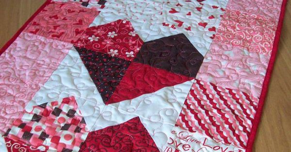 Valentine Table Runner Charming Hearts in Lamour by Pamelaquilts