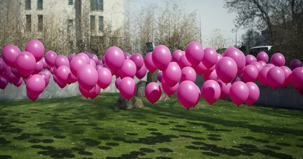 Genius! Use golf tees to stake balloons to the ground. Awesome for