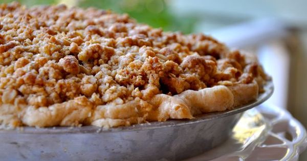 For my husband: Old-Fashioned Apple Pie with Crumb Topping | Sinful ...