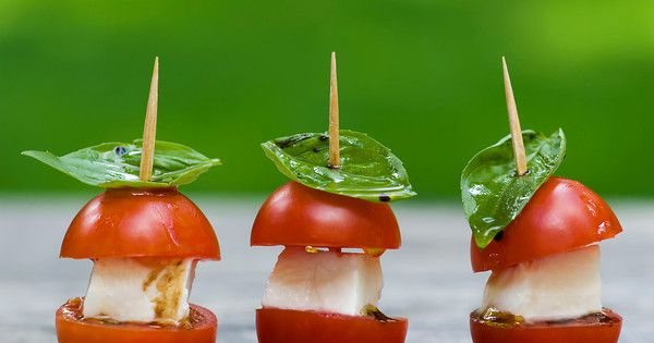 perfect way to make a finger food out of a caprese salad!