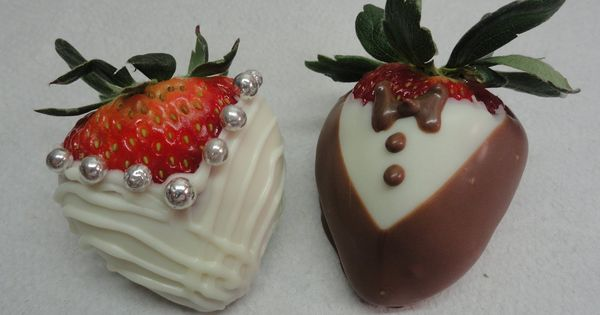 Cake Decorating With Chocolate Covered Strawberries :