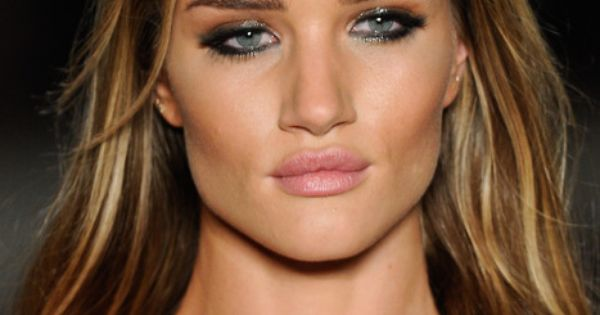 #RosieHuntingtonWhiteley contouring makeup smokey eyes and wavy hair eyes natural light pink