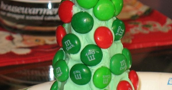 DIY Sugar Cone Christmas Tree : use a sugar or waffle cone