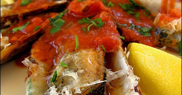 Green shell mussels gratin with spicy tomato sauce | Italian Food ...