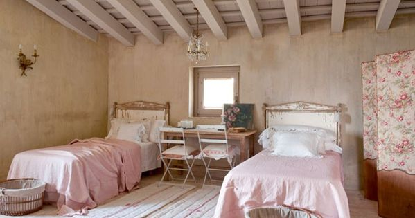 Chambre campagne chic 10 chambres d 39 enfant sobres et pur es r novation maison familliale for Chambre style campagne francaise