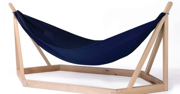 Designer Hangematte Mit Holzgestell Von Laurent Corio Hangematte Mit Holzgestell Hangemattengestell Modernes Mobeldesign
