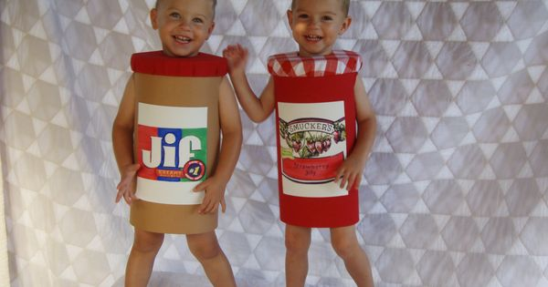 These 17 Twins Came Up With The Best Halloween Costume Ideas Of