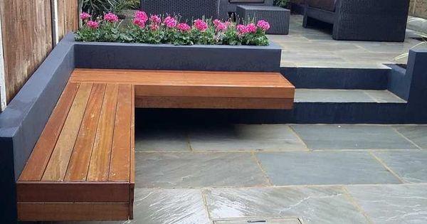 gemauerte sitzbank aus holz und natursteinplatten im. Black Bedroom Furniture Sets. Home Design Ideas