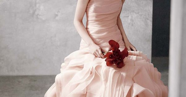 absolutely love this Vera Wang dress! verawang dress weddingdress Find and share