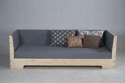 Plywood Sofa By Piet Hein Eek Met Afbeeldingen Houten Bank Meubels Interieur Ontwerpen