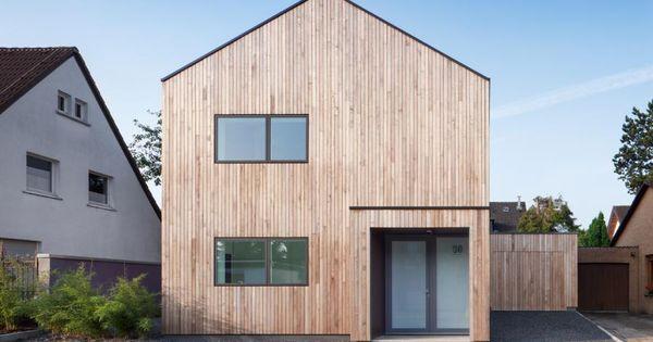 holzhaus mit satteldach ohne dach berstand vertikale holzverkleidung haus holzh user. Black Bedroom Furniture Sets. Home Design Ideas