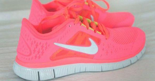 nike rosa fluorescente