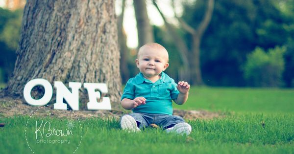 ONE year old photo-shoot. First Birthday Photo Ideas. One year photos. Baby's