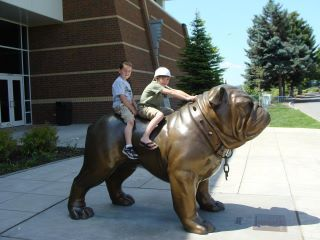 Haha I Love This Bulldog Statue I Want It In My Front Yard It S
