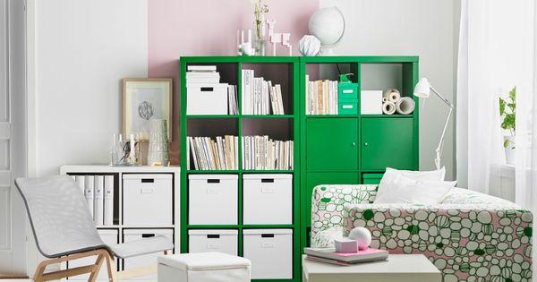ein wohnzimmer mit kallax regalen in gr n und in wei voller b cher und boxen ikea wohnzimmer. Black Bedroom Furniture Sets. Home Design Ideas