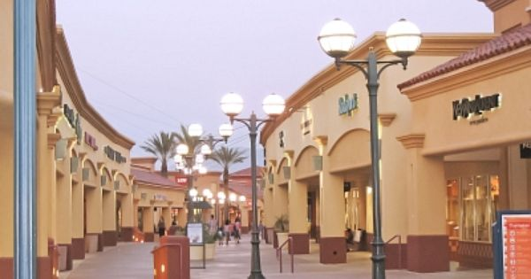 Desert Hills Premium Outlets In Cabazon Ca The Greatest Outlet Mall In America Halton Hills Hotel California Outlet Mall