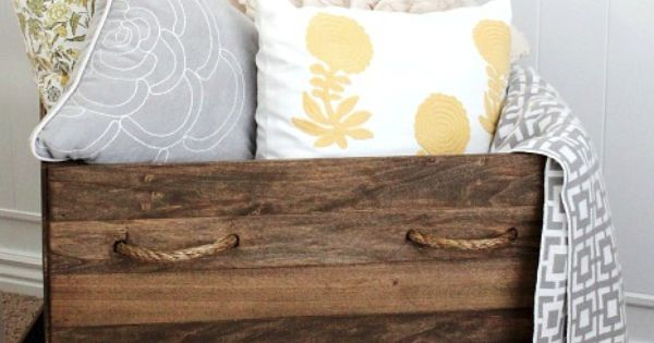 easy DIY wooden crates! Storage for blankets in living room