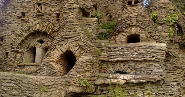Hobbit House, The Cotswolds, England - this was originally built by an