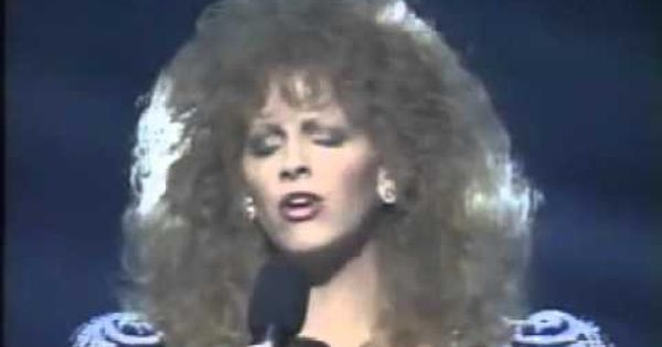 Reba Mcentire 1990 You Lie Country Music Awards With