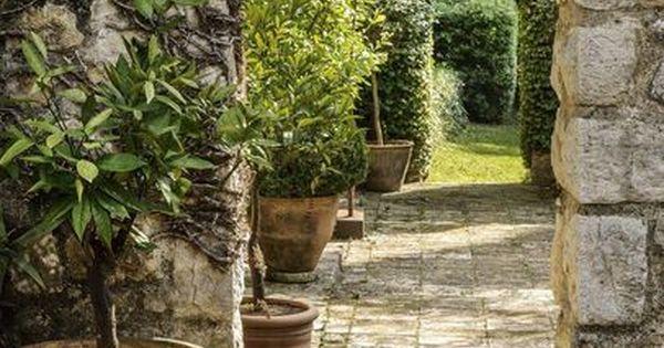 Passage secret dans le jardin du mas proven al un mas for Le mas provencal eze