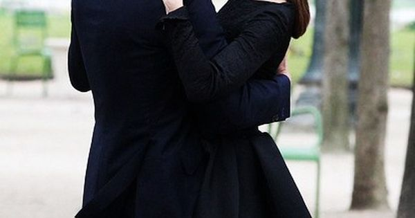 Olivia Palermo & Johannes Huebl dance in the park in Paris photography