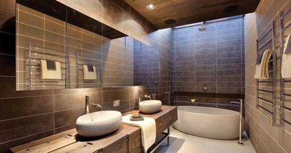 Badkamer in bruintinten bathroom pinterest meer idee n over badkamer tegels en smalle - Mooie eigentijdse badkamer ...