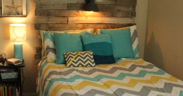 DIY: Pallet Headboard. Love this idea. Maybe I'll do this for a