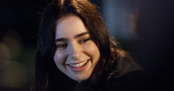 Samantha (Lily Collins) in Stuck In Love.