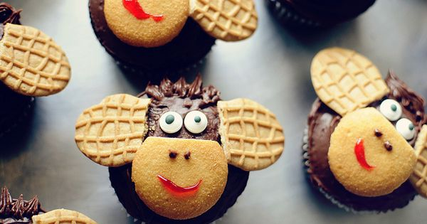 Monkey Cupcakes using Vanilla Wafers and Nutter Butter cookies.