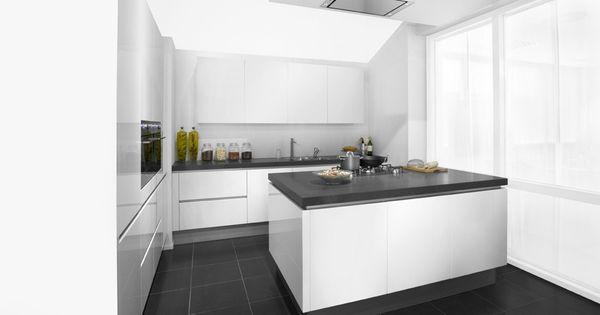 Schmidt greeploze hoogglans keuken een schmidt greeploze keuken hoogglans wit deze keuken is - Witte quartz werkblad ...