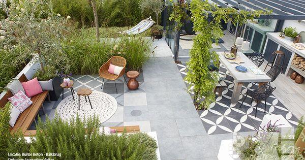 Binnen buitentuin met vtwonen buitentegels buitenkeuken duostone dessin flower white on black - Buitentuin ontwerp ...