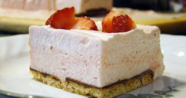 Strawberry mousse, Mousse and Squares on Pinterest