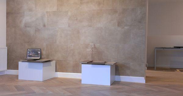 Leer op vloer of muur lederen wandbekleding kleur sand showroom bvo vloeren leren tegels for Deco woonkamer moderne woonkamer