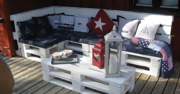 Outdoor Pallet patio furniture on deck
