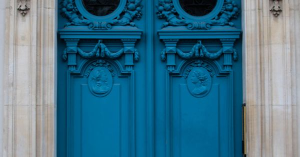 What I most loved and photographed in Paris was color entry doors