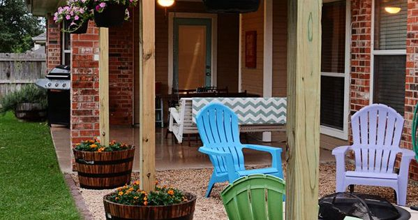 Diy Patio Area With Texas Lamp Posts Planters String