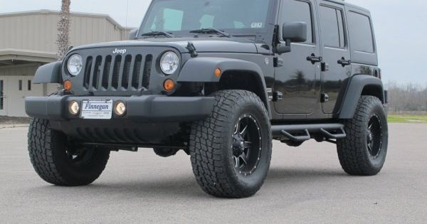 """2013 JEEP WRANGLER UNLIMITED, 2.5"""" lift, 35"""" tires. Just ..."""