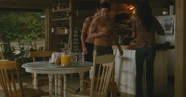 Twilight New Moon Emily Young 39 S House Kitchen Angle 1