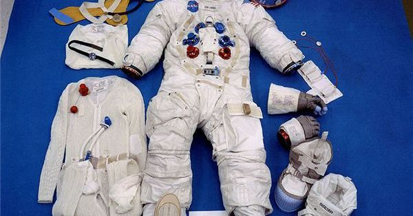 space suits for the moon - photo #30