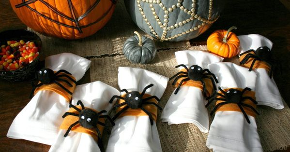 Halloween Craft: Spider Napkin Rings