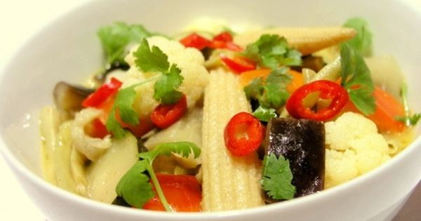 Warzywa W Zoltym Curry Przepis Kulinarny Kuchni Tajskiej Food Chicken Meat