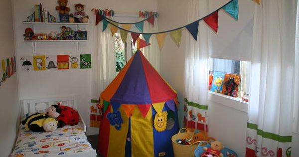 Circus carnival theme nurseries henrys room for Circus themed bedroom ideas
