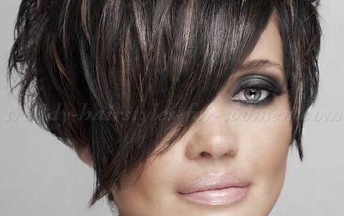 kurze haare wachsen lassen siehe hier 10 tolle bergangsfrisuren neue frisur kurzes haar. Black Bedroom Furniture Sets. Home Design Ideas