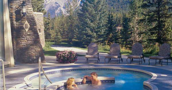 Find Romance In Canada In The Landscape Itself At Cosy Resorts Urban Getaways Beautiful