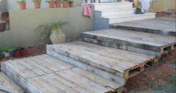 Escalier palettes transformation de palettes pinterest for Escalier bois de jardin