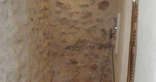 Douche italienne avec murs en pierres apparentes habitat - Mur en pierre apparente ...