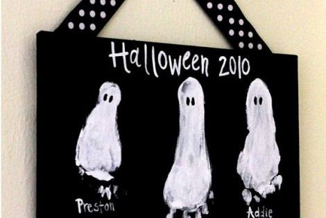 Kids crafts: Halloween ghost footprints so cute